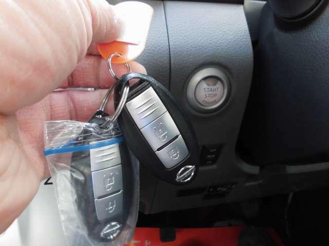 所持しておくだけでエンジンの始動ができるインテリキー。ドアロックの施錠・解錠も、キーを取り出さずに行えます。