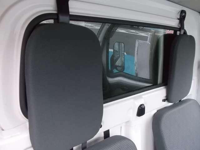 車内から荷室の状況が確認できます♪
