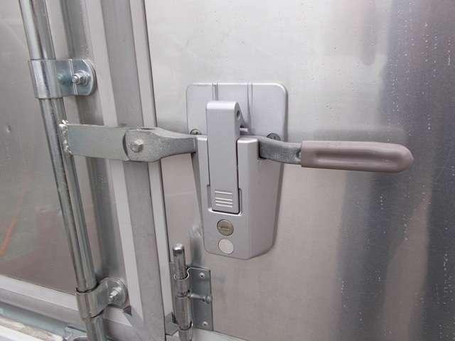 鍵付きハンドルロックも付いてます!