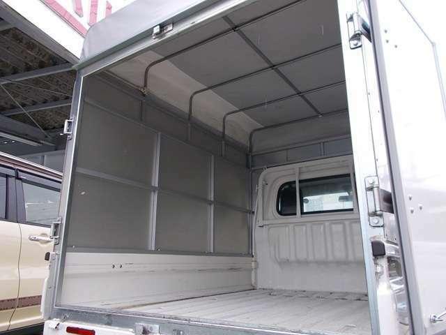 荷室の高さ1530mm 幅1400mm 床奥行1930mmです。