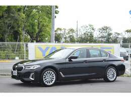 BMWプレミアムセレクション四日市店では、オークション仕入れを行っておらず、弊社にて使用致しておりましたデモカー(試乗車)やレンタカー使用車などを中心に厳選した品揃をいたしております。