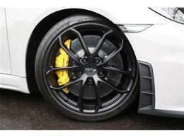 当社ポルシェには、6ヵ月または、6.000Kmの保証が付いております。ポルシェ以外は、3カ月3.000Kmの保証が付・初年度登録2008年以降のお車になります。