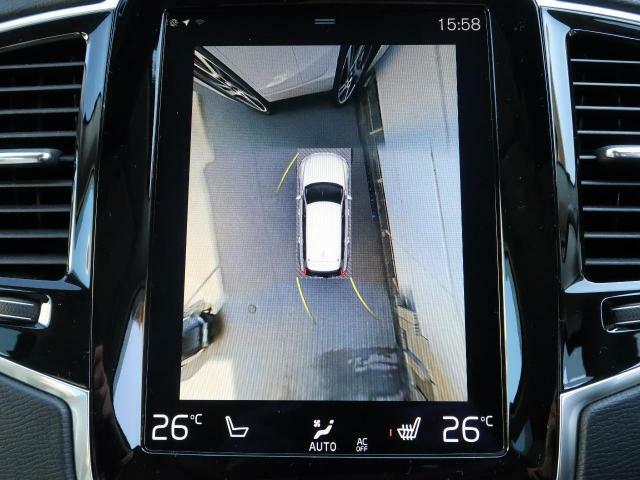 ◆360℃ビューカメラ【車両の周囲に装備されている4個のカメラを使用して、車両を真上から見下ろしている画像を作成し、センターディスプレイに表示します。