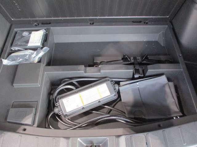 パンク修理キット&200V普通充電ケーブル