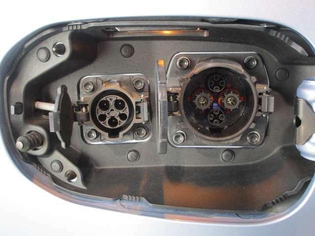 右側急速充電&左側普通200V充電口