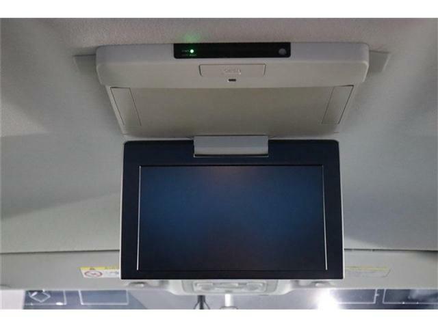 フリップダウンモニターが付いているので2列目以降に乗られている方もテレビやDVDを楽しみながらドライブが可能です!