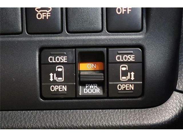 両側パワースライドドアが付いていおりますのでカギや運転席スイッチでスライドドアの開閉が可能になっています!