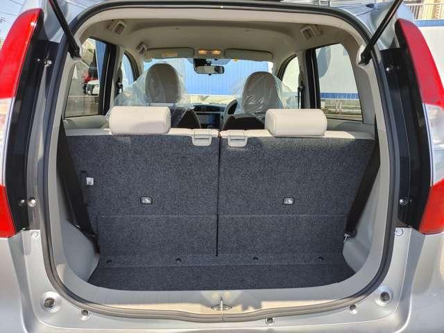 ラゲッジスペースは広く確保されております。ぜひ、実際の車両にてご確認下さい。