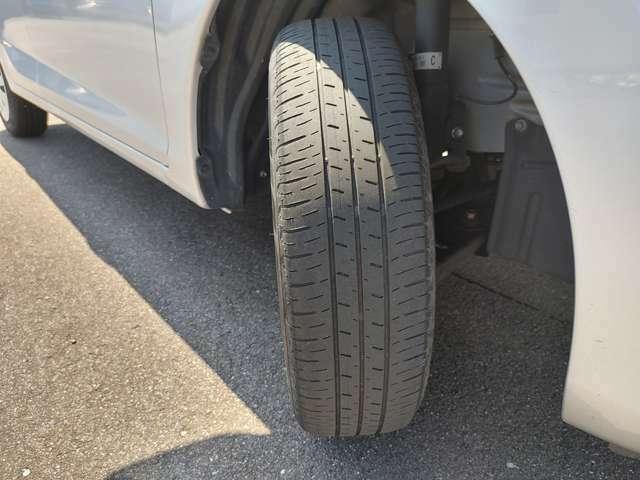 タイヤ溝の状態です。展示場にてご確認下さい。