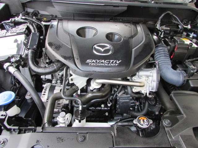 SKYACTIV-D1.5を搭載 2.5Lを上回るほどのパワフルなトルクを実現。優れた低燃費と環境性能、マツダのDNAをしっかり楽しめるエンジンです。もちろん燃料は軽油ですから!