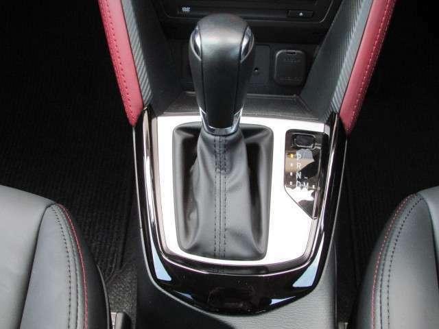 なめらかな加速、スムーズな変速、低燃費。SKYACTIV-DRIVEは、MTのような走りの楽しさをATで、しかも低燃費で楽しめるんです。