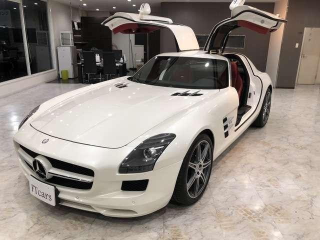 メルセデスベンツのガルウイングモデルは先代SLSとこのモデルのみです。状態が良い車両が少なくなって来ています。お探しの方は是非FTcarsにお電話ください。