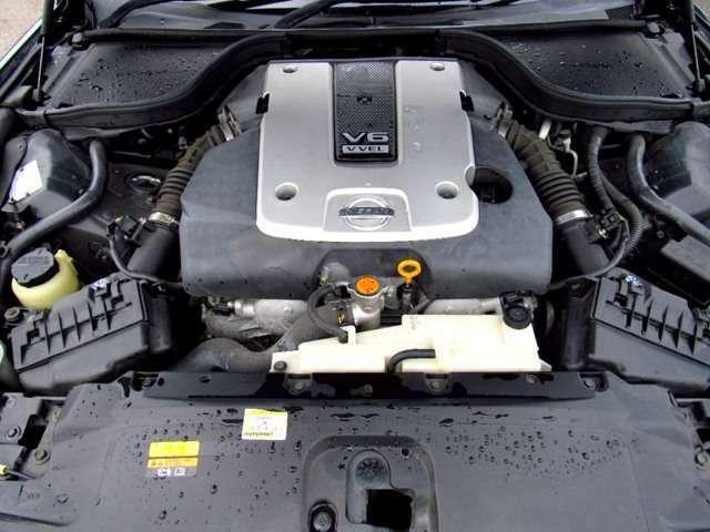 エンジンルームの画像になります!!タイミングベルトは交換不要なチェーンを採用しております!