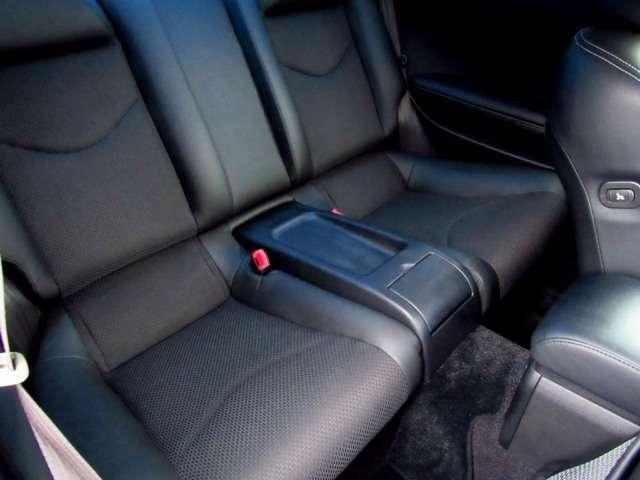 後部座席のシート画像になります