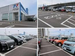 広々とした駐車場をご用意してお待ちしております。展示場には250台以上のバリエーション豊かな在庫をご用意。メーカー問わず比較していただけます。