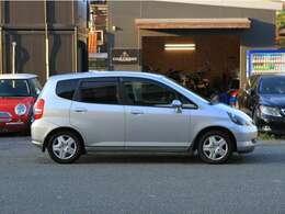 車体は至ってコンパクトで、取り回しの良さは軽自動車並み
