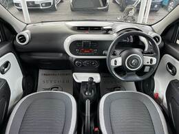オシャレでカワイイ印象の車内デザインです。視界も広く運転しやすいコンパクトカーです!