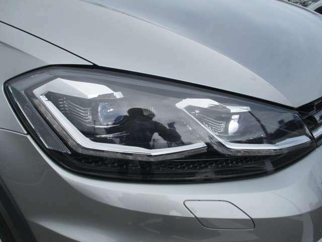 先端技術のLEDヘッドライト搭載です。