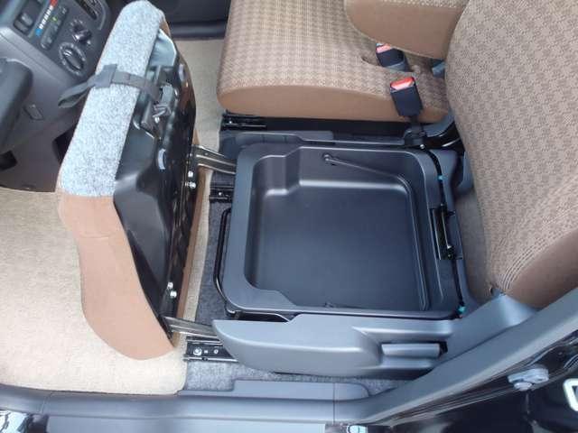 助手席シートアンダーBOX 取り外して持ち運びが可能です