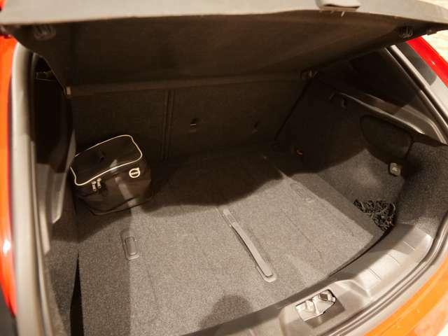 使用感も少ない荷台スペースです。