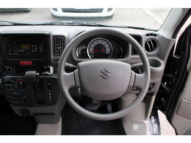 セカンドシート上部マット(メーカーオプション2分割仕様)4人乗車時に大変便利で収納も可能・その他オプション多数装備しております。現行モデル・ブレーキサポート・安全装置付き!