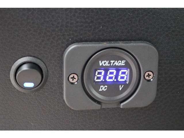 CDプレーヤー・全席パワーウインドー・リアヒーターフルホイールキャップ付!新型モデル・安全装置・ブレーキサポート付き