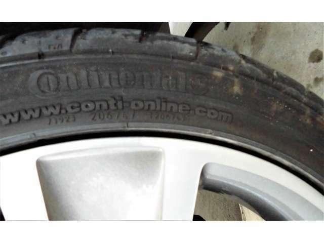 タイヤはこの頃採用されていたコンチネンタルを装着しております。
