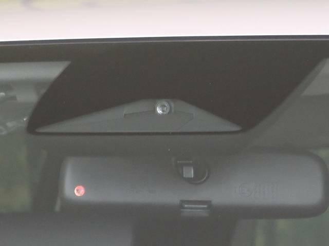 【ホンダセンシング】走行中に前方の車両等を認識し、衝突しそうな時は警報とブレーキで衝突回避と被害軽減をアシスト。より安全にドライブをお楽しみいただけます。