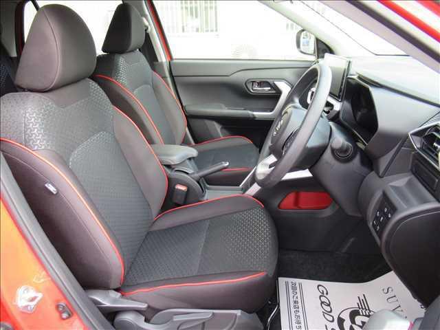 ブラックを基調としたスタイリッシュな内装です。シートの状態も良好で内装もキレイです。別途消臭やイオンクリーニング等も承っております。