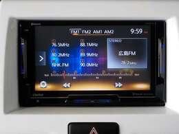 オーディオはクラリオンのスマートアクセス、バックカメラも装備されていますので、後退時の安全確認に役立ちますね。