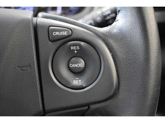 ハンドルスイッチです。左側がオーディオ、右側がクルーズコントロール等を操作できます。