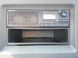 ラジオ付きです。ナビゲーションや、オーディオの取り付けに関しては、スタッフまで、お気軽にご相談ください。