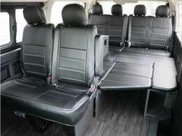 オリジナルベッドキットや脱着式サイドテーブルを標準装備した内装アレンジ【Ver1】!