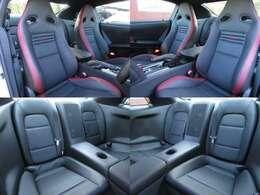 赤×黒革レカロシート! 走行2千Kでシートも綺麗ですよ!