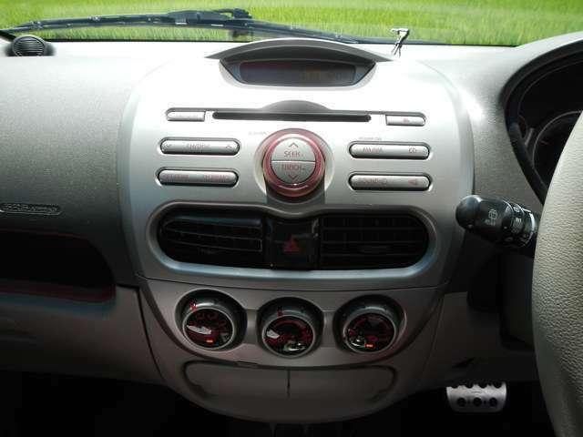 オートエアコンで車内を快適な空間に演出してくれます♪