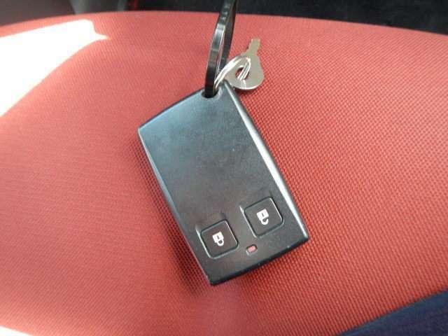 スマートキーなのでかなり便利です♪鍵の開閉も、エンジンのON/OFFも!