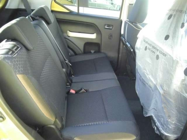 もちろん後席シートはスライド&リクライニング機能付き