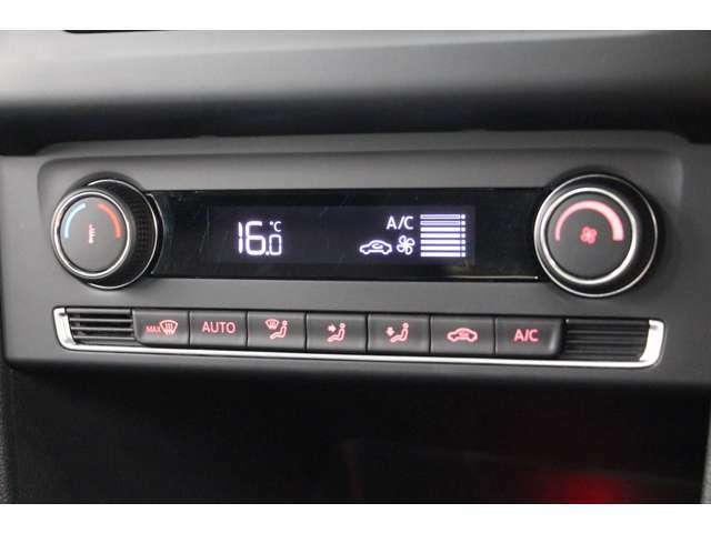 オートエアコンを装備しているので、すぐに快適な温度にしてくれます。