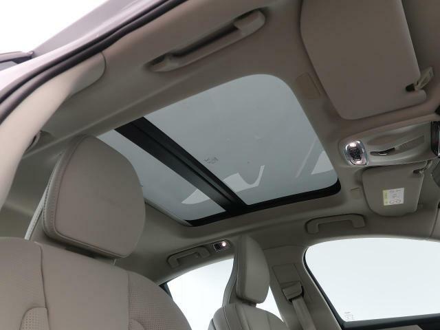 ◆パノラマガラススライディングルーフを装備しております♪チルト・スライドオープン機能を備えており解放感溢れる素敵なドライブを存分にお楽しみいただけます!
