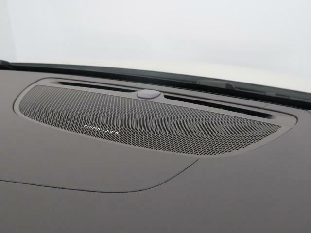 harman/kardonサラウンドシステムを装備!臨場感溢れる室内音響を実現しています。地上デジタル放送やCDなども車種別設計されたチューニングで最適な音響を実現しています。