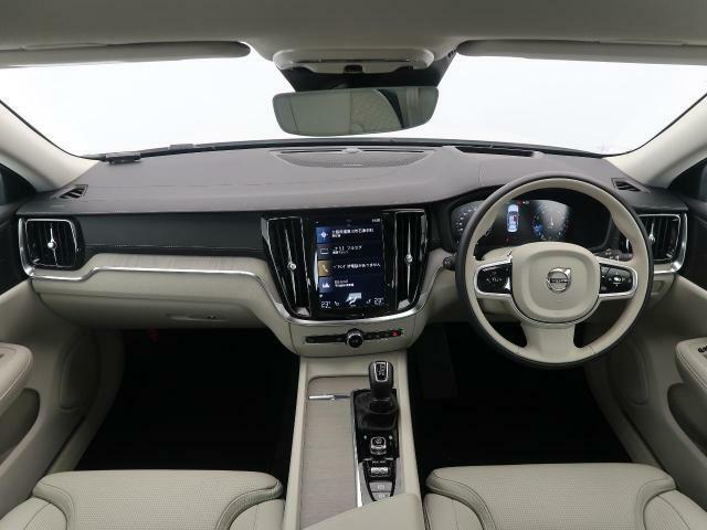 弊社デモカーで使用しておりましたS60 T5インスクリプションをご紹介♪内外装共に白でまとまっております♪上質な素材をふんだんに使用したインスクリプション♪ぜひ一度北欧のプレミアムセダンをご覧ください