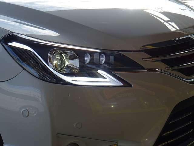 シーケンシャルLEDヘッドライト!SALE価格!レクサス系のLEDラインが格好良いですよ!