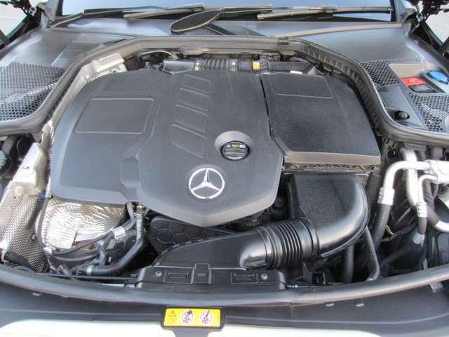 軽量コンパクトなクリーンディーゼルターボエンジン、パワフルな加速と軽油による省燃費を両立。