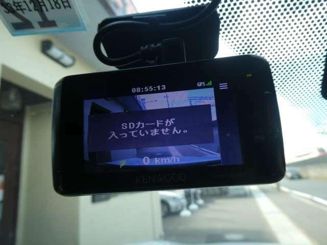 ドライブレコーダーを装備してます!もしもの時の貴重な動画を録画できるので、事故やあおり運転などにあった際の安心感が増しますね♪車以外にも自転車との事故の時などにも有効ですよ(^^)