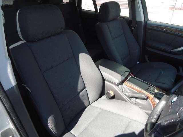 革シートと違い温かみのあるモケットシートもオススメです♪
