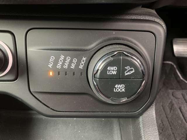 路面状況に応じて走行モードを選択出来るセレクテレインシステム(セレクトラックシステム)搭載!普段のお買い物も本格オフロードもお任せ下さい!