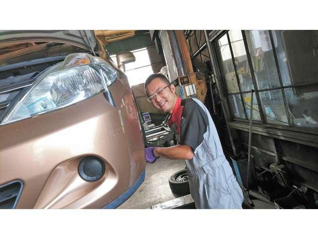自動車に関する幅広い知識と経験豊富な整備士が、洗車から車検整備まで様々な業務を行っております。