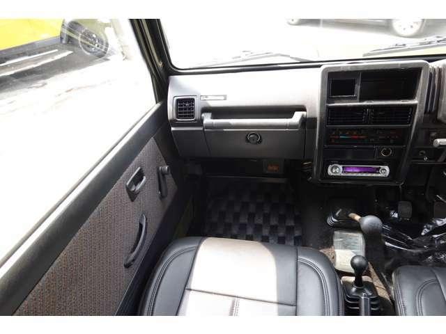 室内とても綺麗な車です☆新品レザー調シートカバー付きです♪