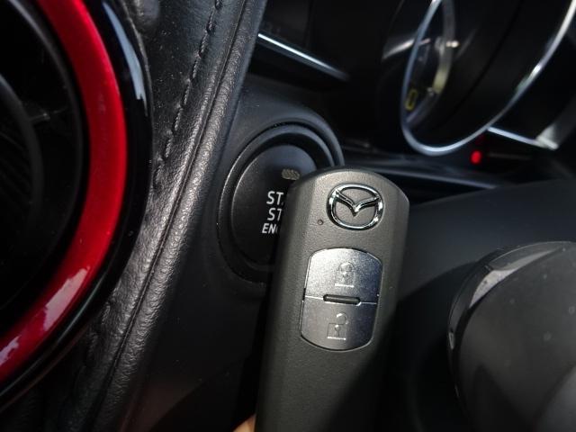 アドバンスドキーレス装着車です。身に着けているだけ、施錠・開錠が可能な上、プッシュボタン一押しでエンジン始動・停止が行える便利なアイテムになります。