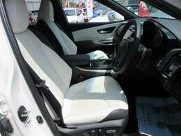 専用インテリア&専用ホワイトXグレーカラー本革シート搭載♪ パワーシート機能搭載で、高級感のある仕上がりとなります♪